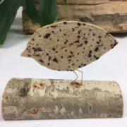 Bird: vogelfiguur van metaaldraad met handgeschept papier