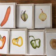 ;Groente- en fruitkaarten van Korau: met echte groente- of fruitschijf